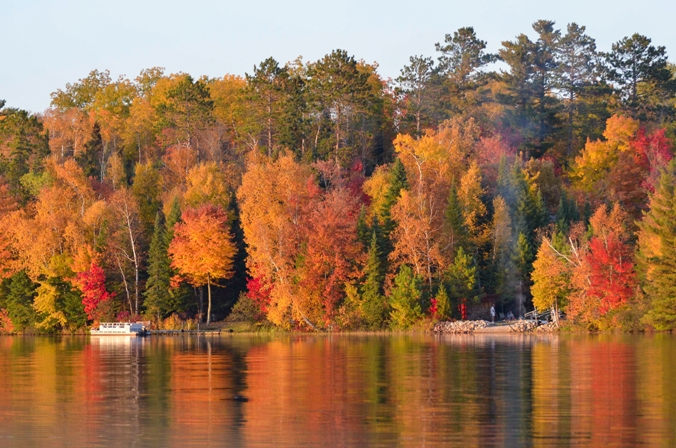 Best Boating Trips to View Fall Colors in Minnesota